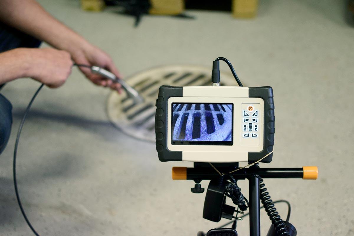 Inspection par caméra par Plombier Anjou dans la ville de Montréal